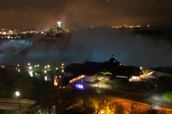 Niagara Falls Marriott Fallsview Hotel & Spa: View from our room at night