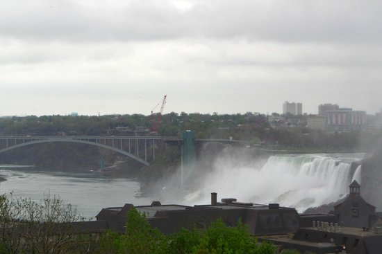 Niagara Falls Marriott Fallsview Hotel & Spa : view from our room during the day