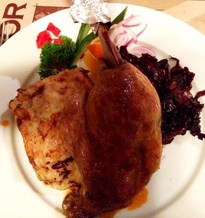 BorLaBor Restaurant: Goose leg