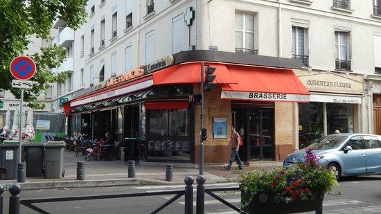 Adagio Paris Porte de Versailles: local shops