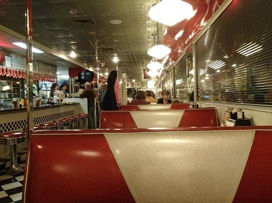 DJ's 50's and 60's Diner: A view long-way of the diner