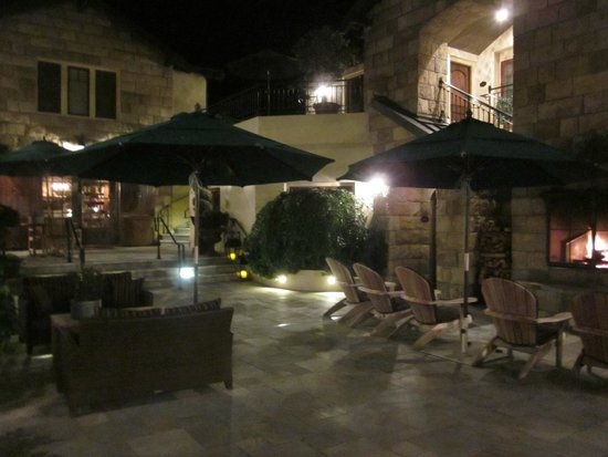 Hotel Cheval: Lovely courtyard
