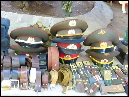 Vernissage Market : Cappelli militari