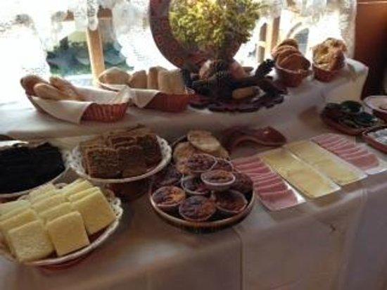 Hotel Samanapaq: Half of the Breakfast buffet