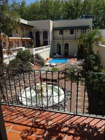 Don Antonio Posada: Jardim interno - piscina