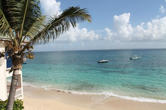 Le Petit Hotel: Looking across the water at Anguilla