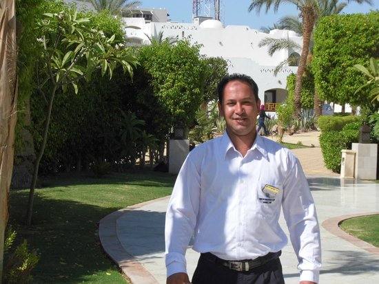 Le Royale Sharm El Sheikh, a Sonesta Collection Luxury Resort : Saad walking through to Le Royale