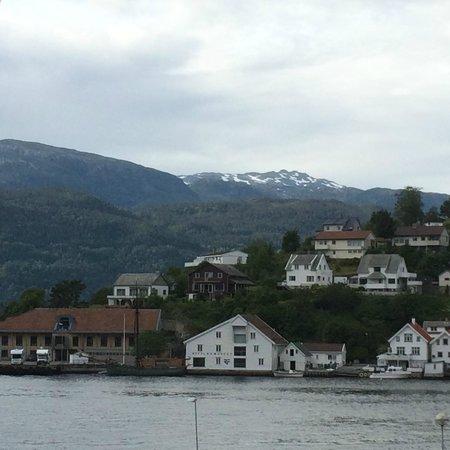 Ryfylke Fjordhotel: Uitzicht vanuit raam dorp Sand