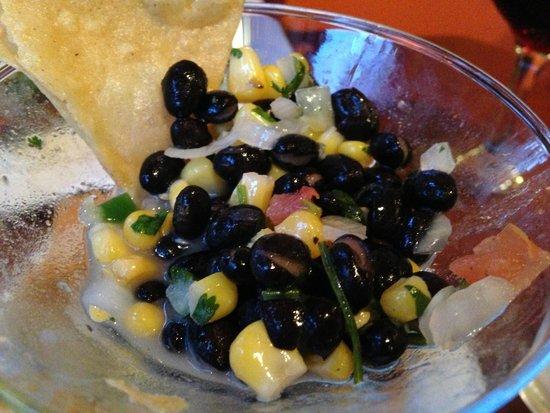 Estrella: Complementary salsa & chips