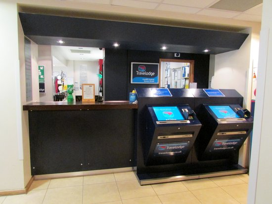 Travelodge Cardiff Central: Reception Area
