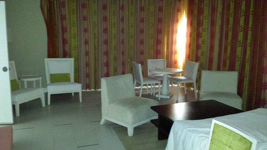 El San Juan Resort & Casino, A Hilton Hotel : Sitting area in room 538