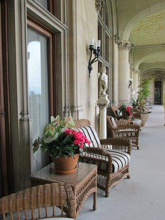 Biltmore Estate: Beautiful Veranda overlooking garden