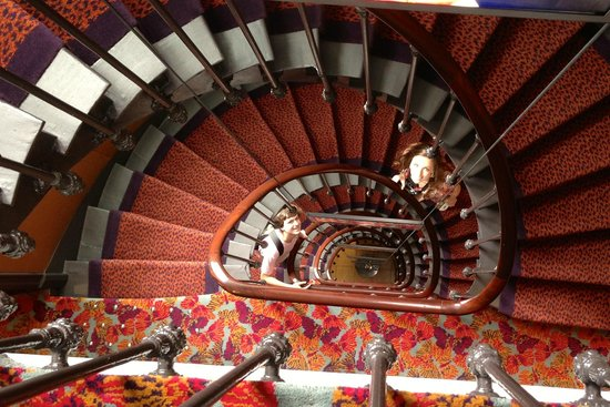 Hotel les Dames du Pantheon: Cool winding staircase
