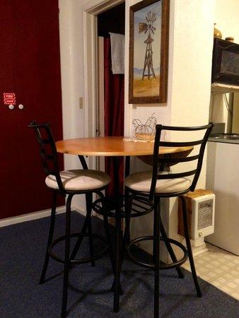 Oregon Hotel: Dinning corner in studio