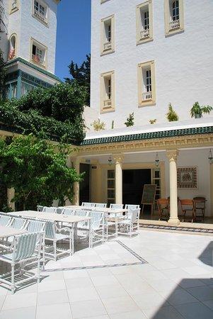 Hotel Residence Mahmoud: платный ресторан во внутреннем дворике