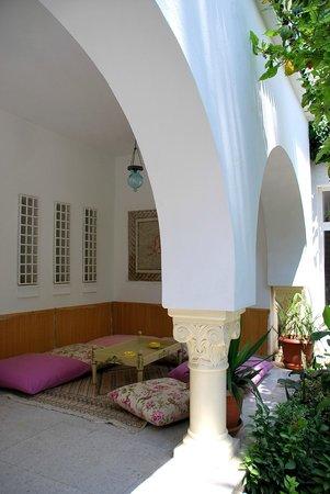 Hotel Residence Mahmoud: во дворике