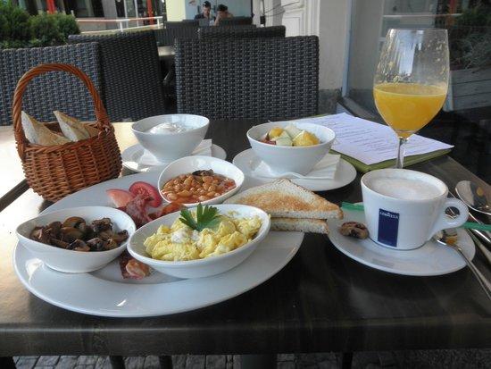 School Restaurant and Lounge: イングリッシュ・ブレックファースト&フルーツ・ヨーグルト&カプッチ―ノ