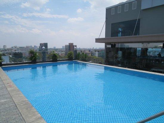 EdenStar Saigon Hotel : Pool auf der Dachterasse