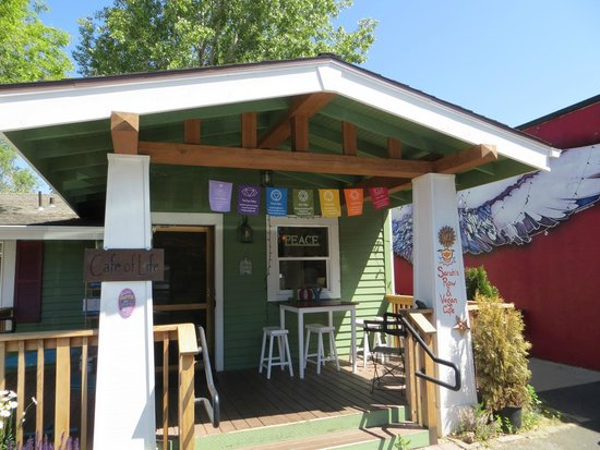 The Well Traveled Fork: Best smoothies ever at Sarah's Raw and Vegan Cafe