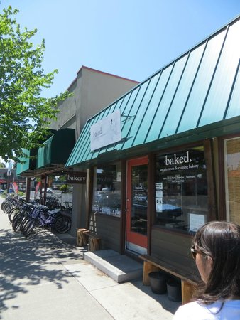 The Well Traveled Fork: Baked. is a wonderful bakery - they have the best buttermilk biscuits!