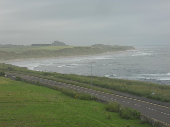 St Aidan Hotel: View from the Taste of India room to Bamburgh Castle