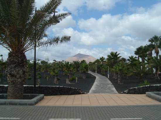 Sol Lanzarote All Inclusive: outside hotel view