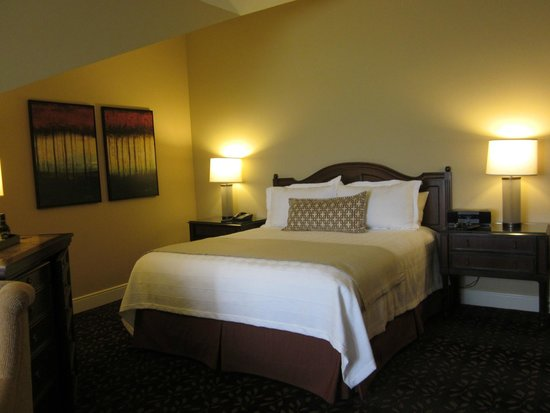 The Inn at Spanish Bay: comfy bed