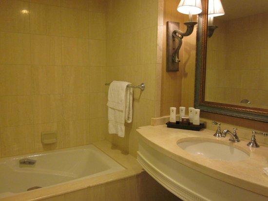 The Inn at Spanish Bay: bathroom