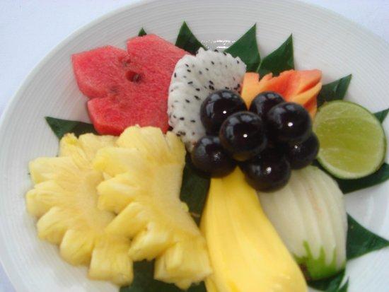 Royal Cliff Beach Hotel: фрукты на ужин