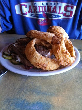 Wobbly Boots : Reuben and onion rings