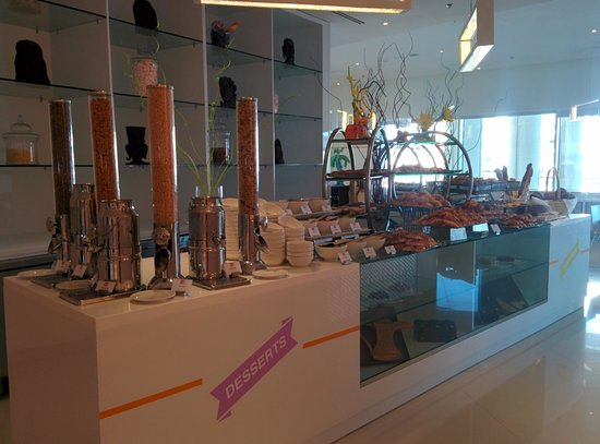 Novotel Dubai Al Barsha: cereals and pastries