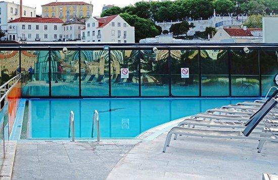 VIP Executive Eden Aparthotel: La piscine sur le toit