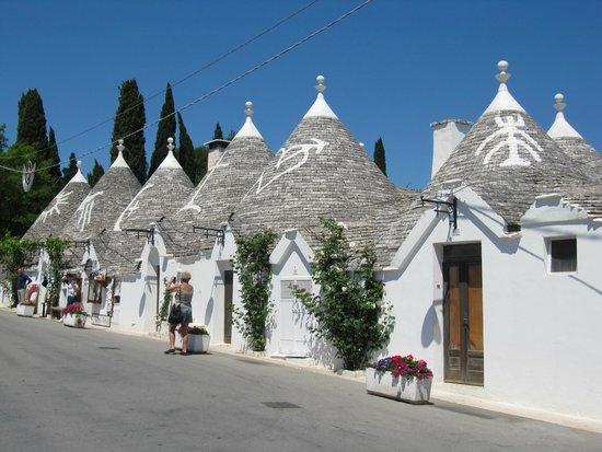 The Trulli of Alberobello: Trulli houses street