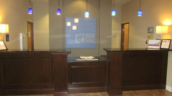 Holiday Inn Express Lake Wales N - Winter Haven: Front Desk