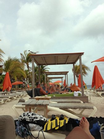 Eden Beach Resort: GAZEBOS ON THE BEACH