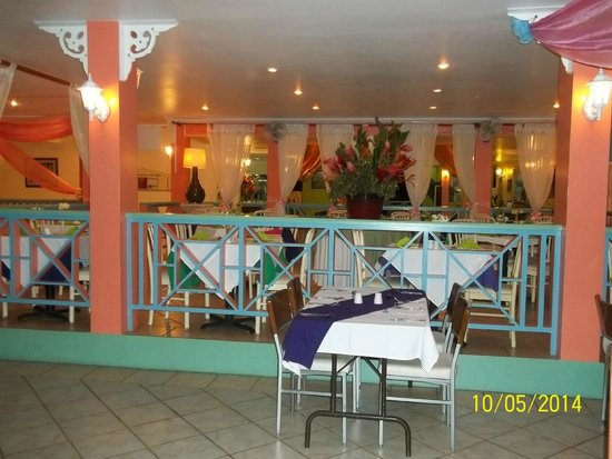 Bay Gardens Hotel: dining area
