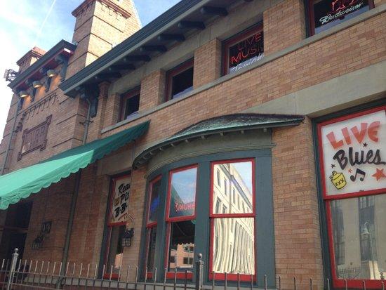 Dinosaur Bar-B-Que: Front of restaurant