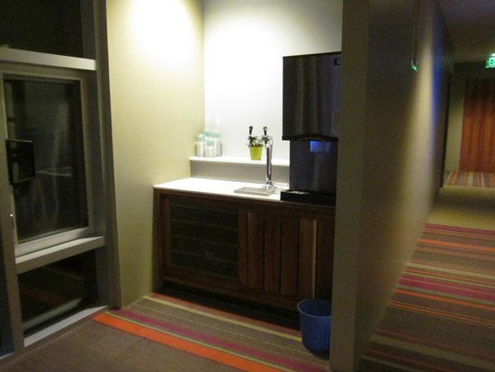 H2 Hotel: Water station in hallway outside our room