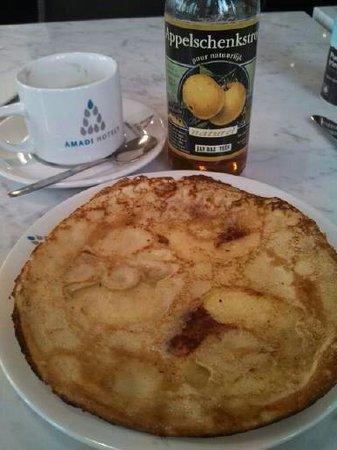 Amadi Park Hotel : Syliva's amazing apple pancake!