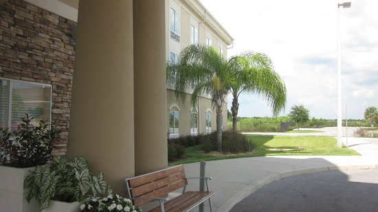 Holiday Inn Express Lake Wales N - Winter Haven: Front of hotel, East