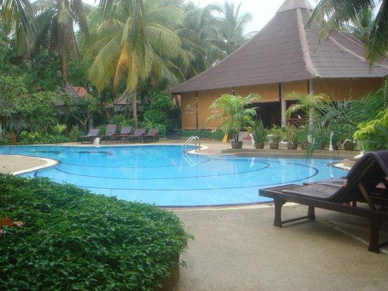 Chaweng Buri Resort: бассейн маленький((