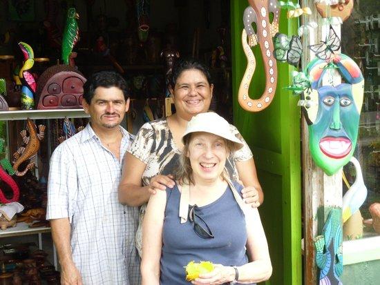 Souvenir Leo: Leo, Marisol and Lisa