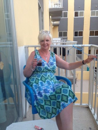 San Pawl Hotel: Sitting on the balcony having a wee drink