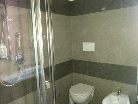 il bagno: nuovo e pulito - Photo de Giorgia Airport ...