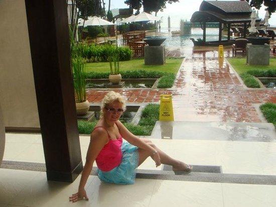 Amari Koh Samui : отель встретил дождем