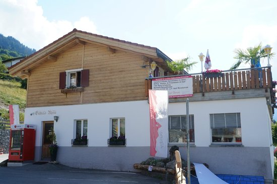 Gasthaus Alpina: Outside the guesthouse