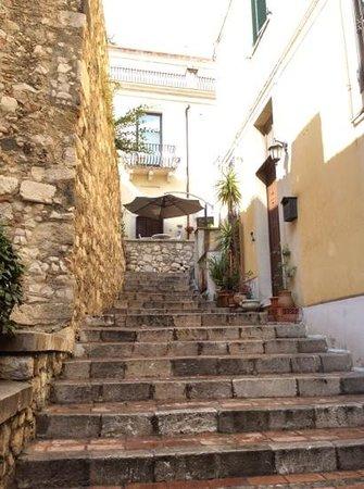 Porta del Tocco Design Suites: Entrance to the hotel