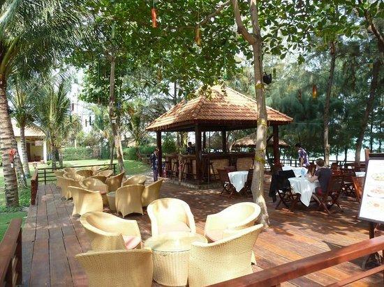 Sunny Beach Resort : кафе на пляже