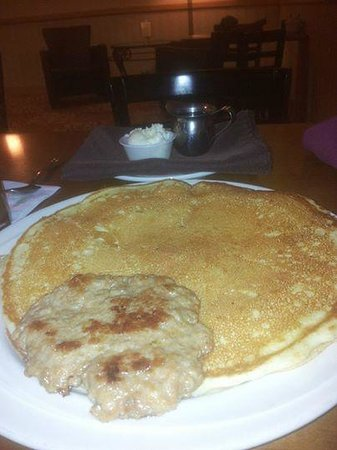Four Points by Sheraton Bellingham Hotel & Conference Center: Pancake with Sausage