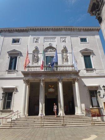 Teatro La Fenice: l ingresso della fenice